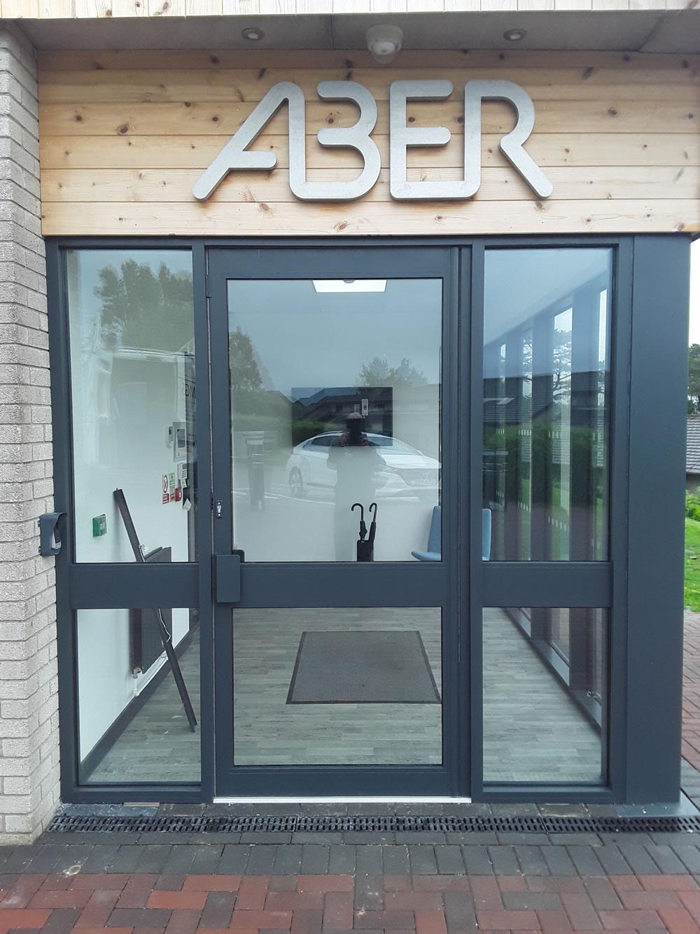 Aluminium commercial door system